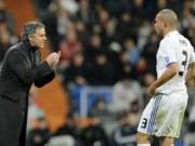 Bóng đá - MU: Hàng thủ kém cỏi ở derby, Mourinho tính mua Pepe