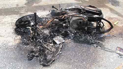 Dùng kích điện trộm chó, cẩu tặc bị đốt xe, đánh nhừ tử
