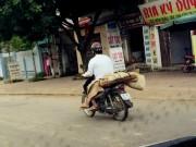 Tin tức trong ngày - Vụ chở xác bằng xe máy: Gia cảnh éo le của người mất