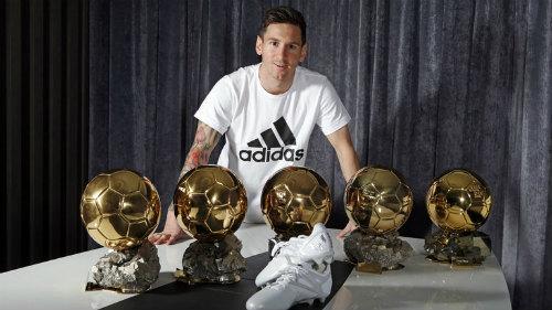 Người giữ kỉ lục 5 lần chiếm được QBV ( 1 châu Âu và 4 FIFA) đó chính là siêu sao Messi