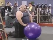 Video Clip Cười - Khi anh béo troll chị em trong phòng gym