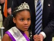 Thế giới - Bé gái Mỹ khiếp sợ khi phải chụp ảnh với ông Trump
