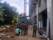 Tin tức trong ngày - Rơi từ tầng 8 xuống đất, 2 công nhân nằm bất động