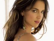 Làm đẹp - 3 kiểu trang điểm hút hồn của siêu mẫu Irina Shayk