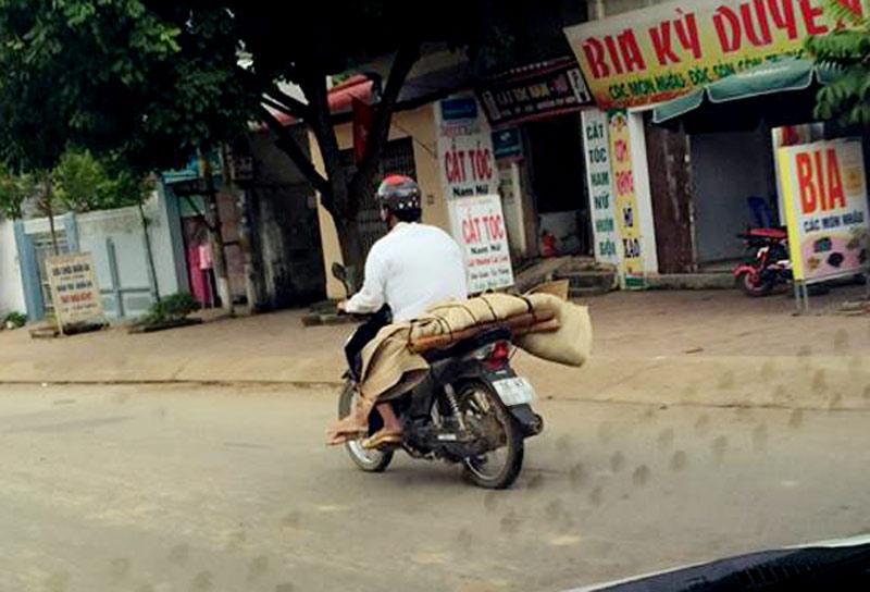 Phê bình bệnh viện để xảy ra vụ chở thi thể bằng xe máy