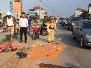 Tin tức trong ngày - Bột ớt văng cay xè mắt người đi đường sau va chạm xe