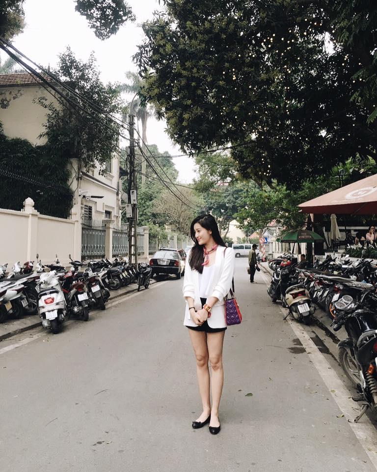 Thú vui mua sắm hàng hiệu chất ngất của Á hậu Huyền My - 15