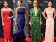 Thời trang - Siêu mẫu ngực trần cuốn hút tại thảm đỏ Emmy