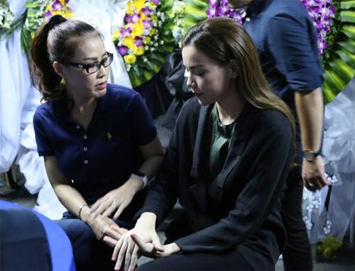 Hà Hồ thất thần đến viếng ca sĩ Minh Thuận trong đêm - 3
