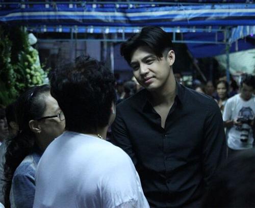 Hà Hồ thất thần đến viếng ca sĩ Minh Thuận trong đêm - 8