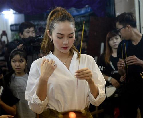 Hà Hồ thất thần đến viếng ca sĩ Minh Thuận trong đêm - 11