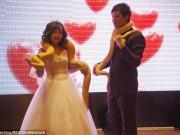 Phi thường - kỳ quặc - Cặp đôi TQ trao nhau trăn khổng lồ thay nhẫn cưới