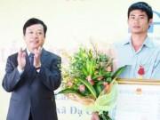 """Tin tức trong ngày - Trao Huân chương Dũng cảm cho """"người hùng đèo Bảo Lộc"""""""