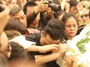 Ca nhạc - MTV - Nghẹn ngào giây phút trước khi hỏa táng ca sĩ Minh Thuận