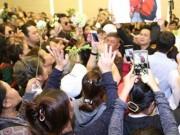 Ca nhạc - MTV - Ca sĩ Nhật Hào bị móc iPhone trong đám tang Minh Thuận