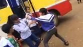 Clip: Nam sinh lớp 8 đánh nữ sinh lớp 10 gục xuống đất