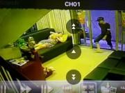 An ninh Xã hội - Cướp vào tận nhà giật túi xách ở trung tâm TP.HCM