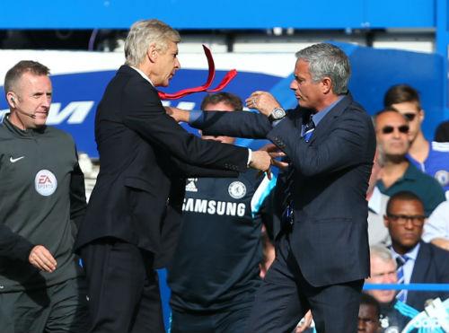 """Mourinho từng muốn """"tung chưởng"""" vào mặt Wenger"""