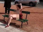 Phi thường - kỳ quặc - Chị em Argentina rủ nhau cởi đồ khỏa thân đi lại trước nhà quốc hội