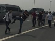 Tin tức trong ngày - Phóng viên Tuổi Trẻ bị hành hung khi tác nghiệp trên cầu Nhật Tân