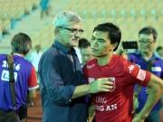 Bóng đá - HLV Calisto cùng Long An mừng vé trụ hạng V-League