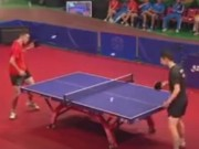 Thể thao - Siêu nhân bóng bàn: Chơi 3 bóng cùng một lúc