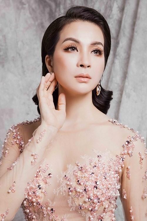 Ở tuổi 43, MC Thanh Mai vẫn gợi cảm đến mê hồn