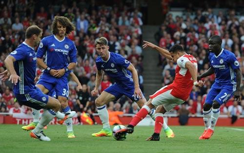 """Chelsea khủng hoảng: Mourinho, Conte đều bị """"trói tay"""""""