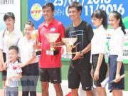 Thể thao - Hoàng Nam 2 tay 2 cúp, bị fan nữ vây ngay trên sân