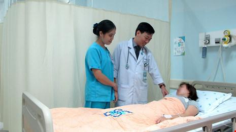 Sơ cứu ban đầu cho nạn nhân bị tôn cứa cổ - 1
