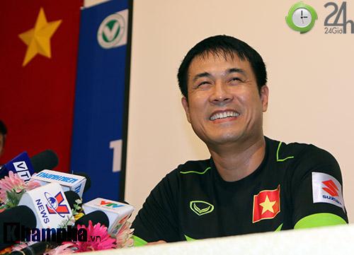 HLV Hữu Thắng: Tôi muốn gọi cầu thủ nhập tịch, nhưng...