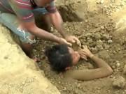 Sức khỏe đời sống - Chôn thiếu nữ trong đất để chữa đau lưng do sét đánh