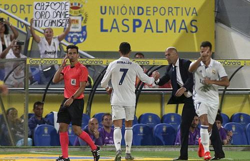 """Real Madrid: """"Triệu chứng lạ"""" của Ronaldo"""
