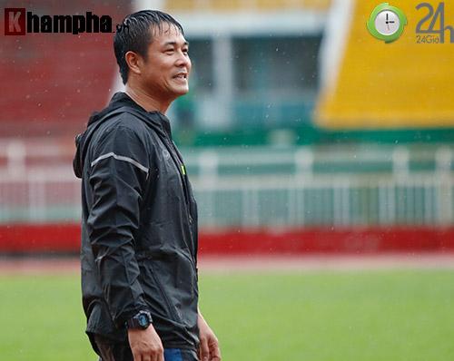 """ĐT Việt Nam dầm mình trong """"biển nước"""" do Sài Gòn mưa to - 12"""