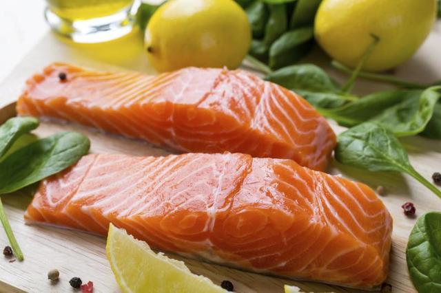 Chuyên gia bác tin ăn cá hồi nuôi bị ung thư - 1