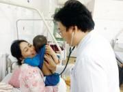 Sức khỏe đời sống - Hà Nội: Nhiều trẻ nhập viện vì bệnh tay chân miệng
