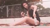 """Video cô gái mặc áo tắm biến thành cá gây """"bão"""" ở Nhật"""