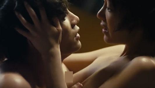 Tình yêu khó tin trong phim 19+ bị cấm chiếu ở Việt Nam