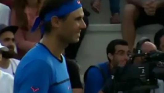 Hành động đẹp: Nadal dừng trận đấu, giúp tìm trẻ lạc