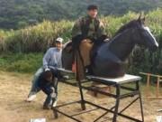 """Phim - Phì cười cảnh cưỡi ngựa """"rỏm"""" trên trường quay Trung Quốc"""