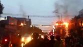 Dây điện cháy nổ như pháo hoa trên phố Sài Gòn