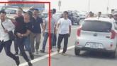 Vụ xô xát trên cầu Nhật Tân: CA gạt tay trúng phóng viên