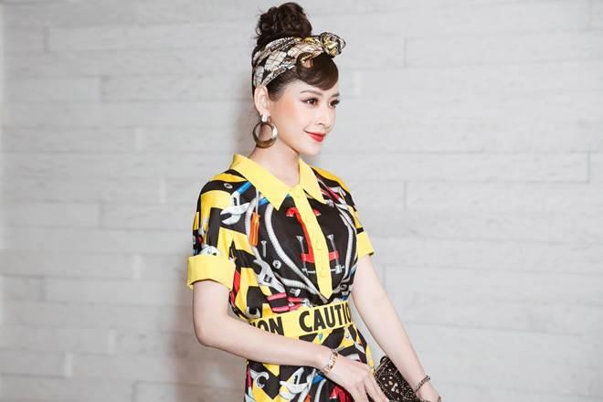 """Chi Pu """"đụng hàng"""" Phạm Hương, ai mặc đẹp hơn? - 2"""