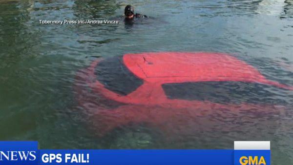 Quá tin vào GPS, lao thẳng xe xuống hồ - 2