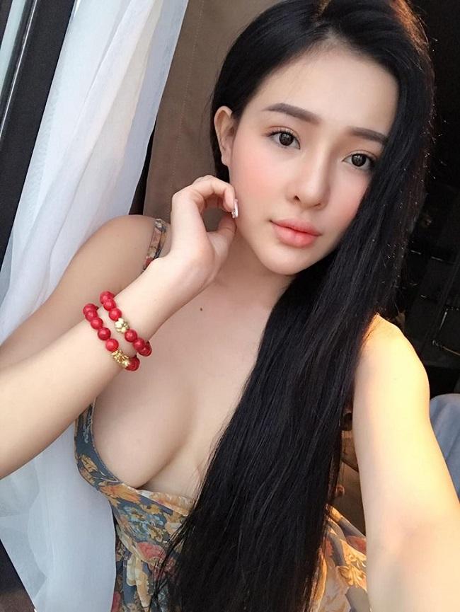 Ngân 98, Kaity Nguyễn hút mắt với váy áo trễ nải gợi cảm - 12