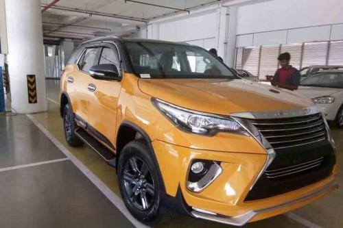 """Biến Toyota Fortuner thành """"xế san"""" Lexus chỉ với 70 triệu đồng"""