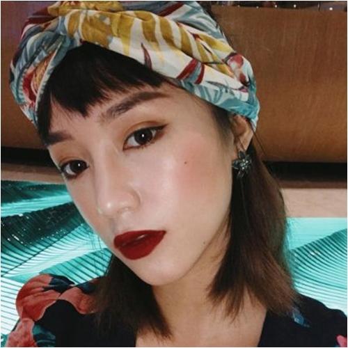 Hè về, các hotgirl Việt vẫn mê mẩn son đỏ trầm - 1
