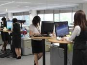 Công ty bắt nhân viên không được ngồi khi dùng máy tính