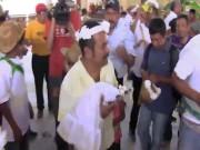 Phi thường - kỳ quặc - Thị trưởng Mexico cưới cá sấu mặc váy trắng làm vợ