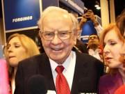 """Warren Buffett vẫn  """" rất hạnh phúc """"  với chỉ 100.000 đô la một năm"""